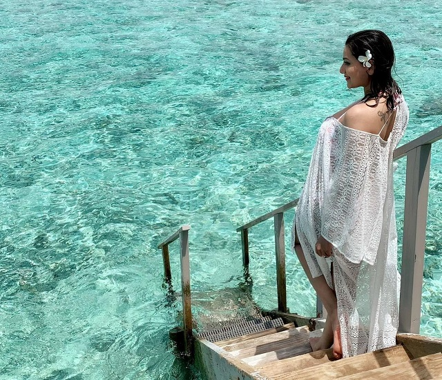Madalsa Sharma on hot cloths
