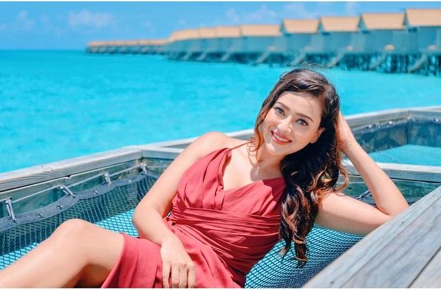 Madalsa Sharma on the beach